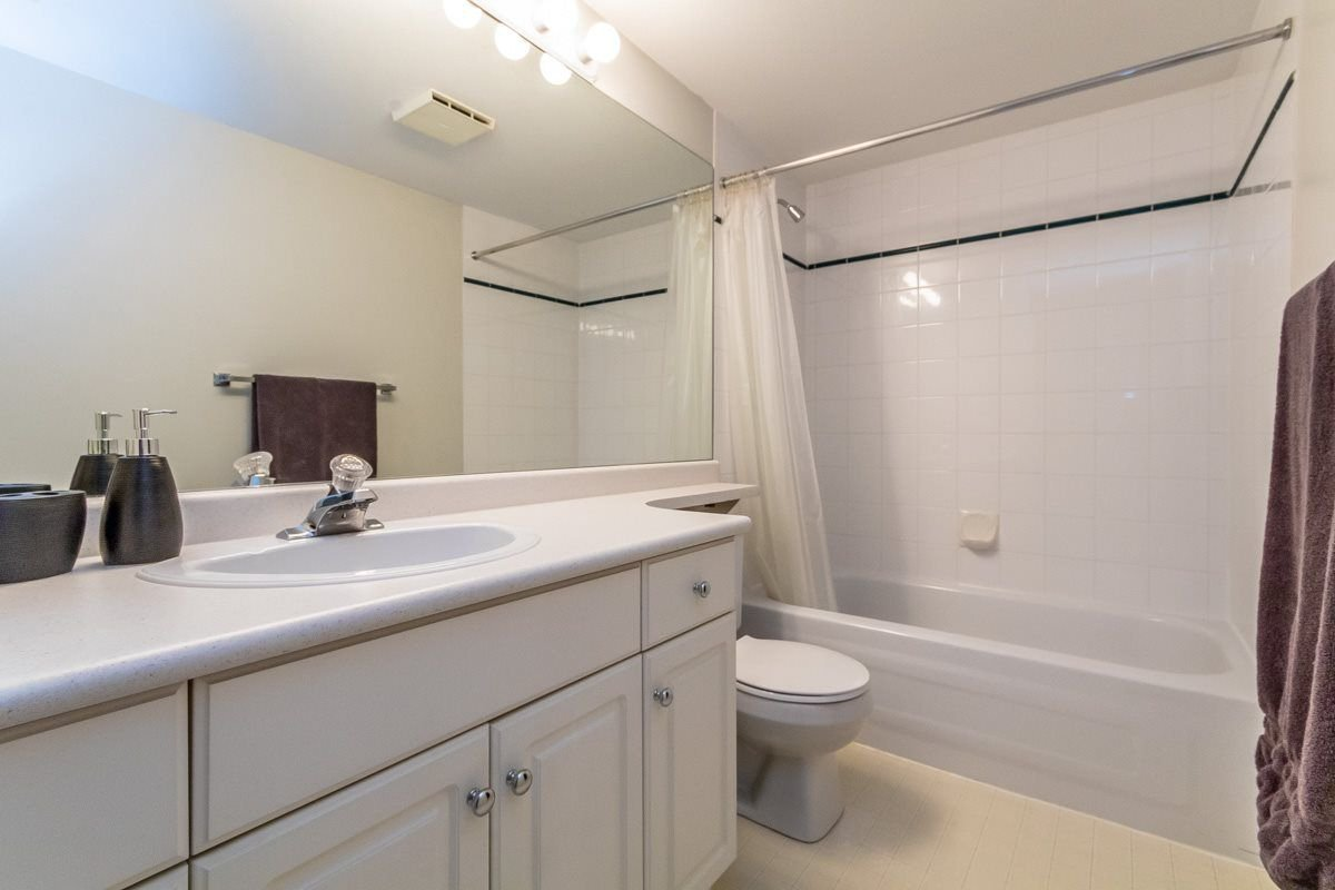"""Photo 14: Photos: 306 33718 KING Road in Abbotsford: Poplar Condo for sale in """"College Park"""" : MLS®# R2221603"""