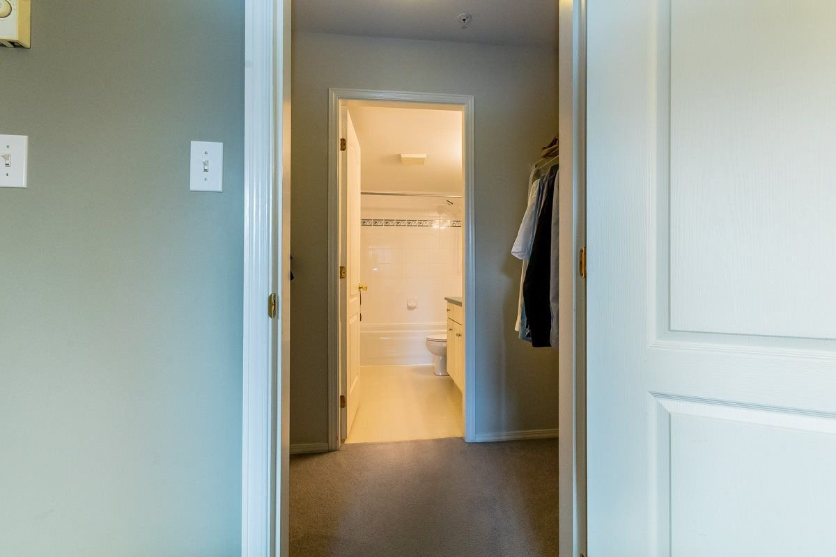 """Photo 11: Photos: 306 33718 KING Road in Abbotsford: Poplar Condo for sale in """"College Park"""" : MLS®# R2221603"""