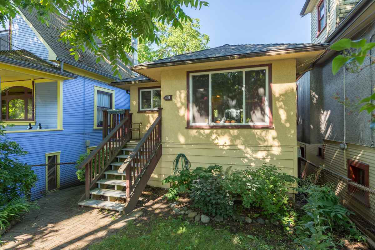 Main Photo: 1137 SEMLIN DRIVE in : Grandview VE House for sale : MLS®# R2083595