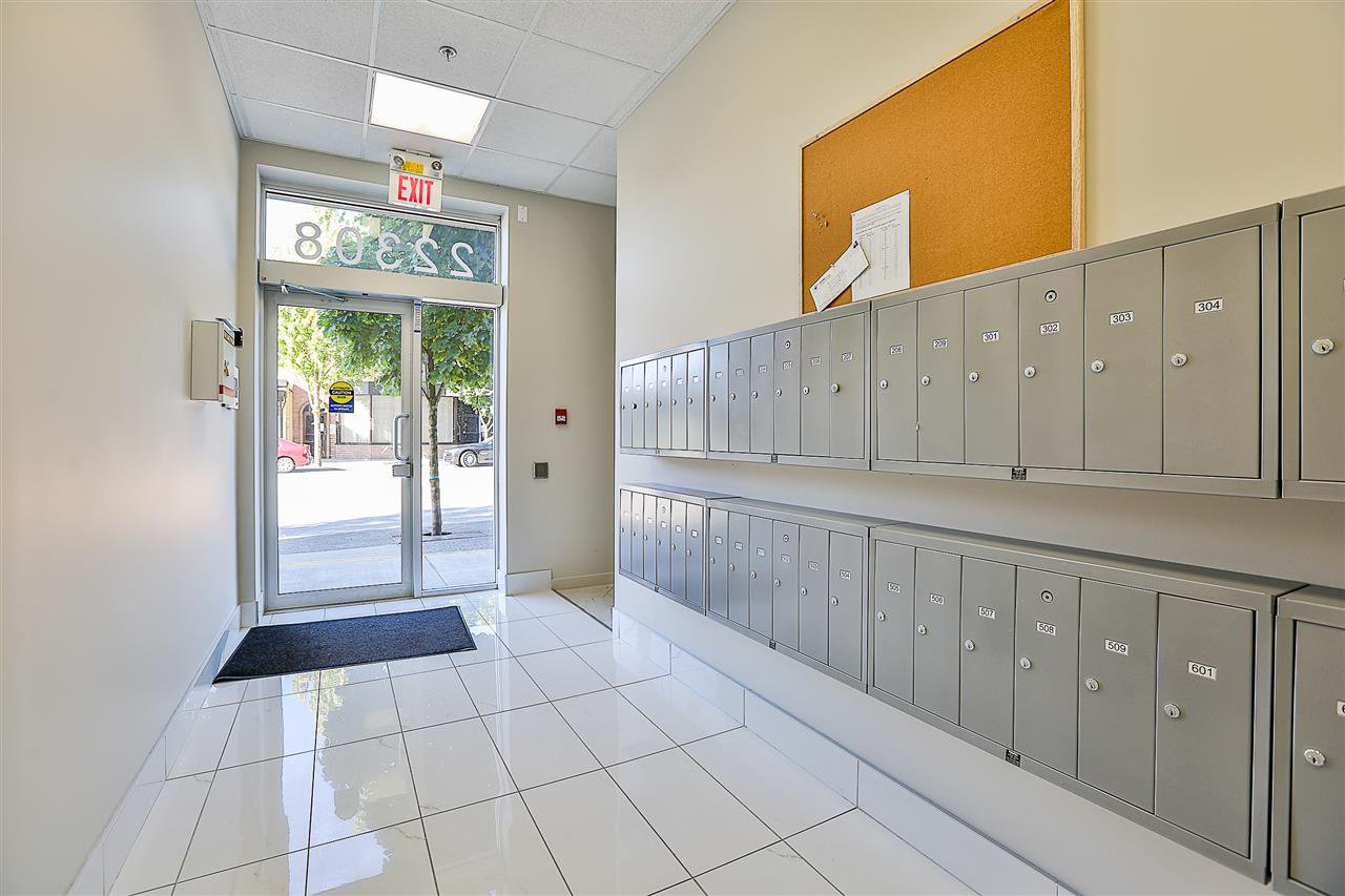Photo 4: Photos: 602 22318 LOUGHEED HIGHWAY in Maple Ridge: West Central Condo for sale : MLS®# R2202948