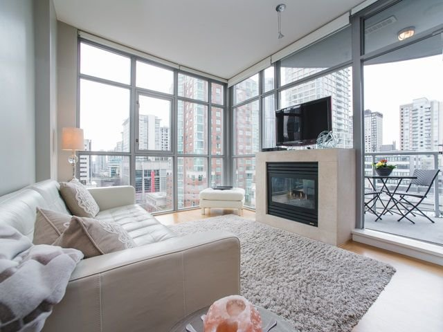 """Main Photo: 906 1050 SMITHE Street in Vancouver: West End VW Condo for sale in """"THE STERLING"""" (Vancouver West)  : MLS®# R2237107"""
