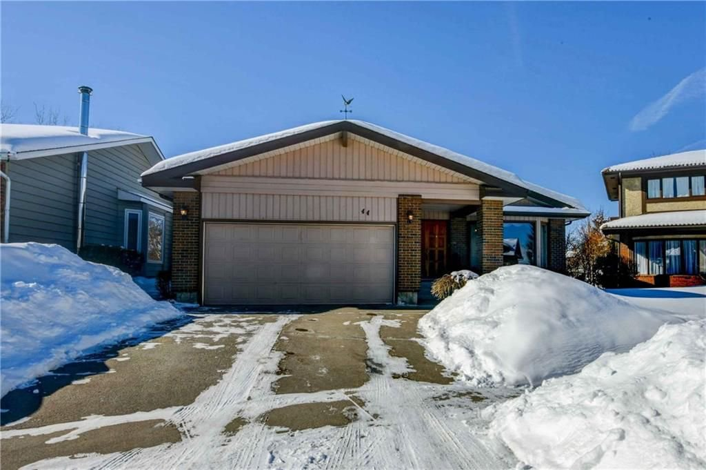 Photo 1: Photos: 44 SUNMOUNT Rise SE in Calgary: Sundance House for sale : MLS®# C4171463