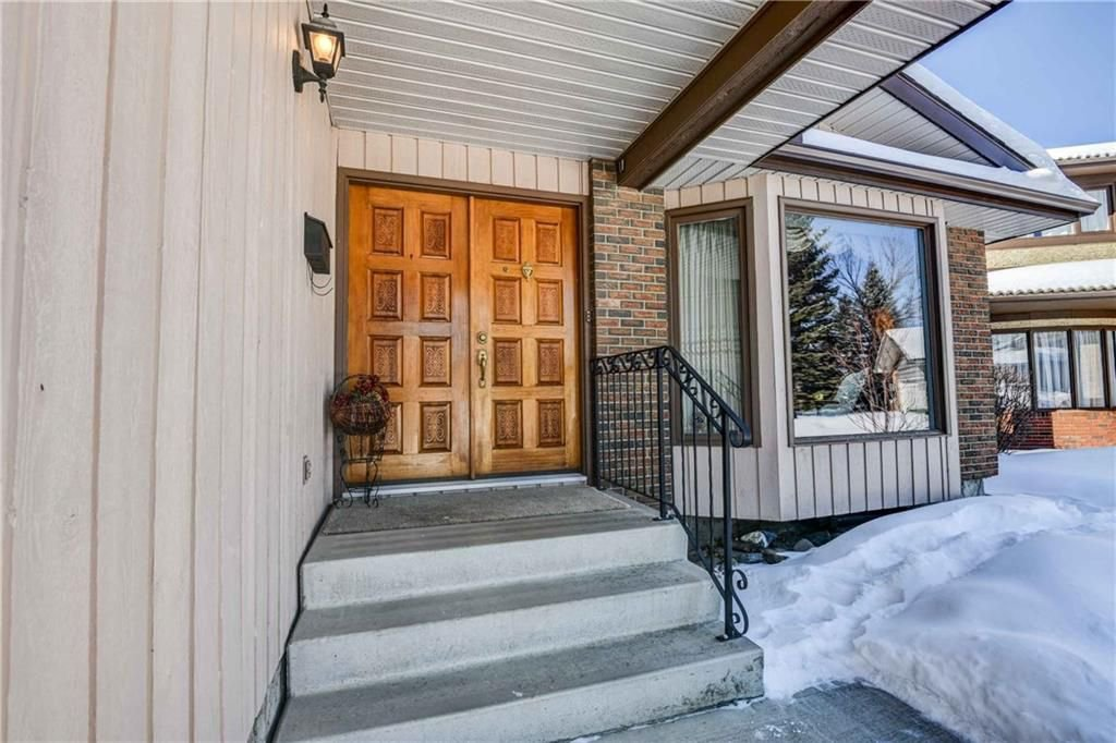 Photo 2: Photos: 44 SUNMOUNT Rise SE in Calgary: Sundance House for sale : MLS®# C4171463