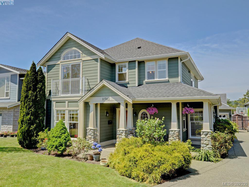 Main Photo: 1742 Mamich Circle in VICTORIA: SE Gordon Head Single Family Detached for sale (Saanich East)  : MLS®# 392330