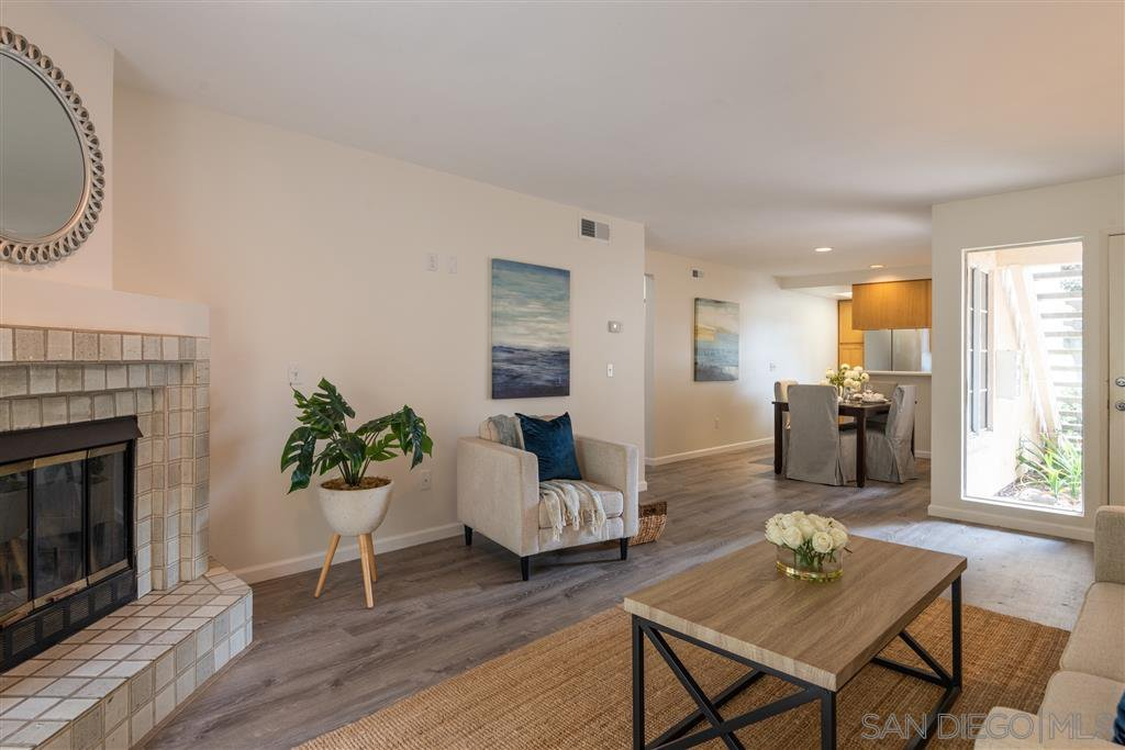 Main Photo: PACIFIC BEACH Condo for sale : 2 bedrooms : 4829 Bella Pacific Row #117 in San Diego