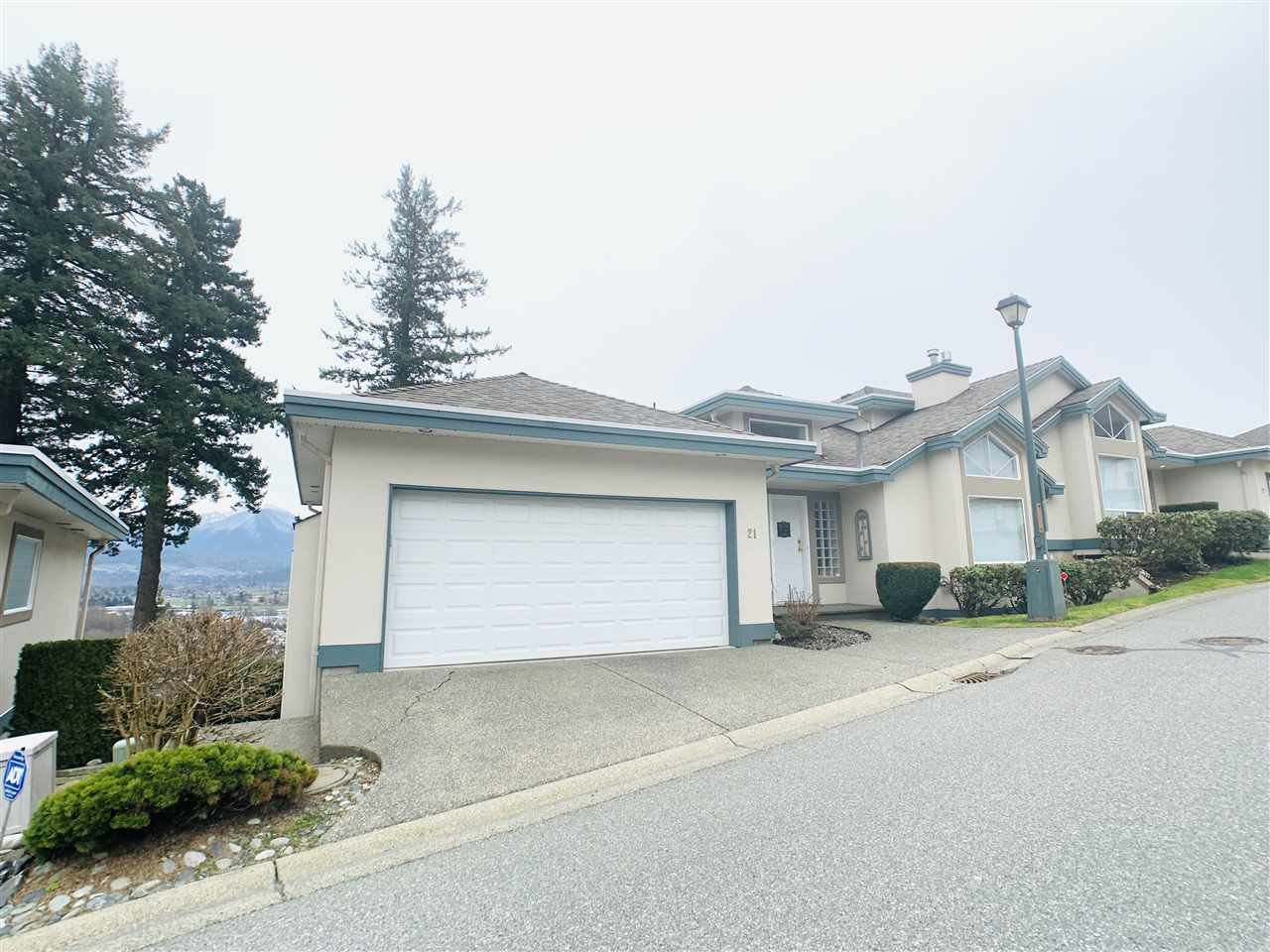 Main Photo: 21 8590 SUNRISE Drive in Chilliwack: Chilliwack Mountain Townhouse for sale : MLS®# R2429443