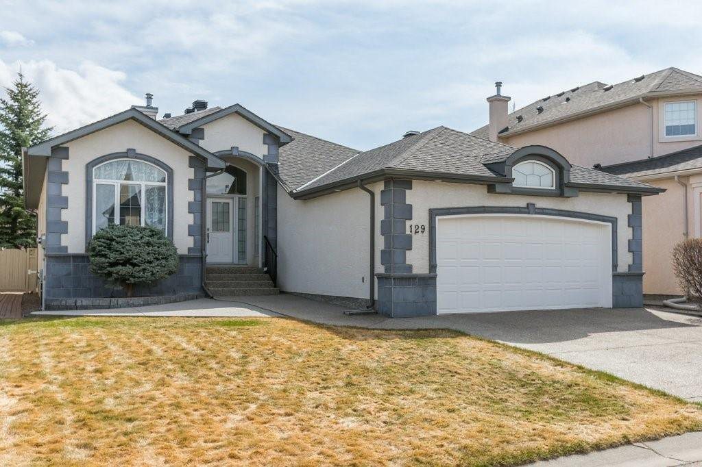 Main Photo: 129 SIMCOE Crescent SW in Calgary: Signal Hill Detached for sale : MLS®# C4286636