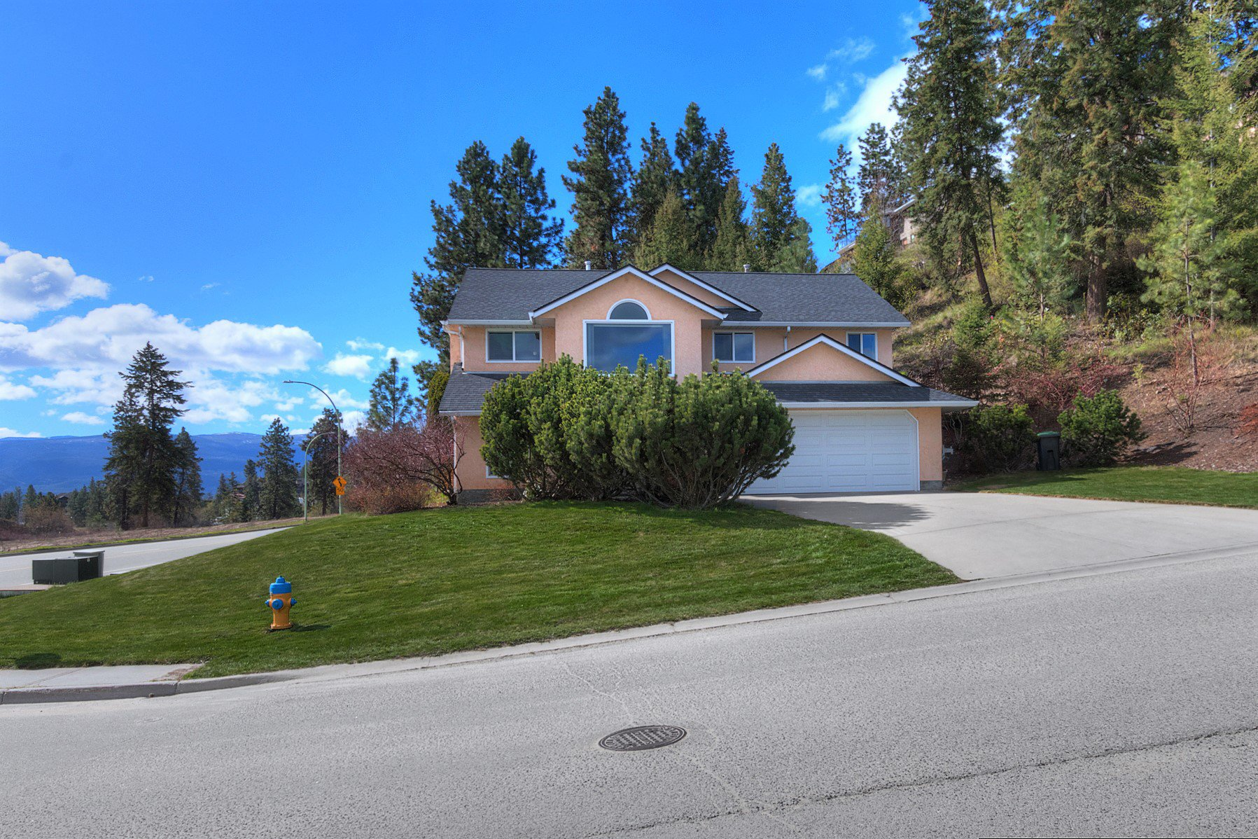 Main Photo: 2455 Silver Place in Kelowna: Dilworth House for sale (Central Okanagan)  : MLS®# 10196612