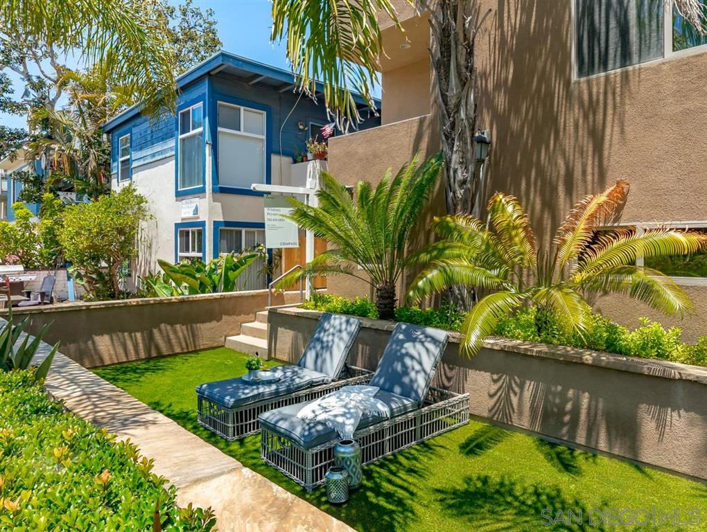 Main Photo: MISSION BEACH Townhome for sale : 3 bedrooms : 826 Ensenada in San Diego