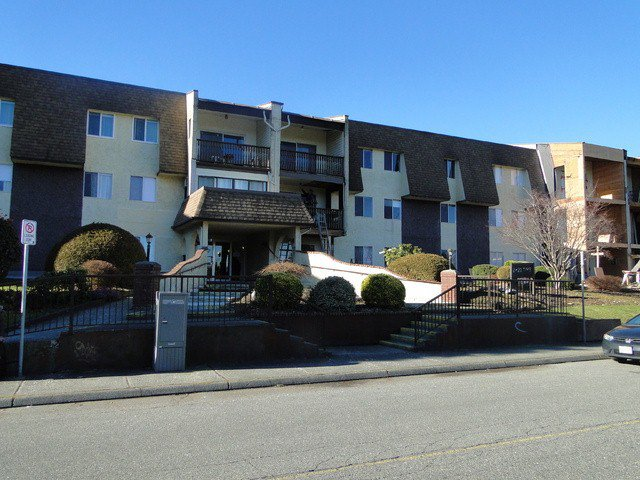 """Main Photo: 232 2821 TIMS Street in Abbotsford: Abbotsford West Condo for sale in """"Parkview Estates"""" : MLS®# F1402915"""