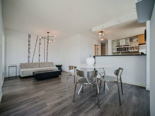 "Main Photo: 1205 980 COOPERAGE Way in Vancouver: Yaletown Condo for sale in ""Cooper's Pointe"" (Vancouver West)  : MLS®# V1131591"