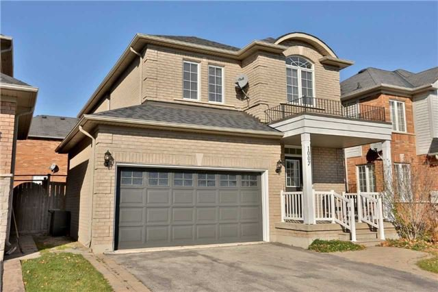 Main Photo: 1007 Sprucedale Lane in Milton: Dempsey House (2-Storey) for sale : MLS®# W3663798