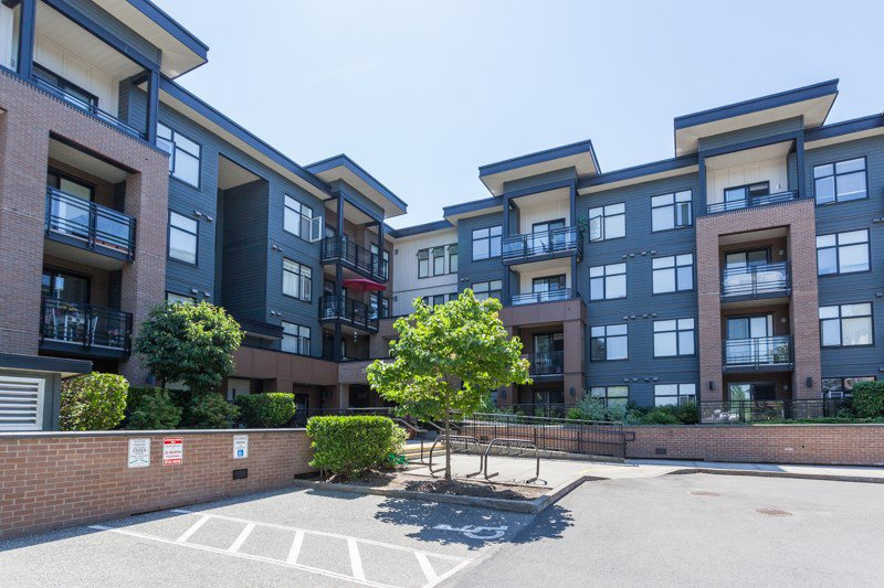 "Main Photo: 403 20068 FRASER Highway in Langley: Langley City Condo for sale in ""Varsity"" : MLS®# R2184158"