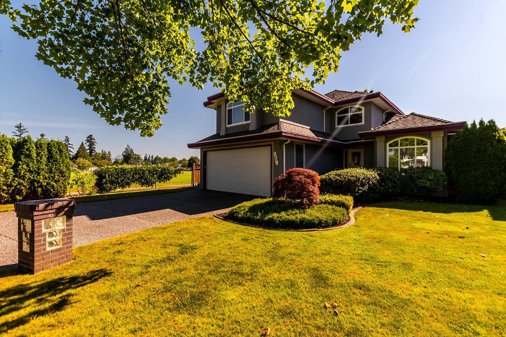 Main Photo: 4682 218 Street in Langley: Murrayville House for sale : MLS®# R2192414