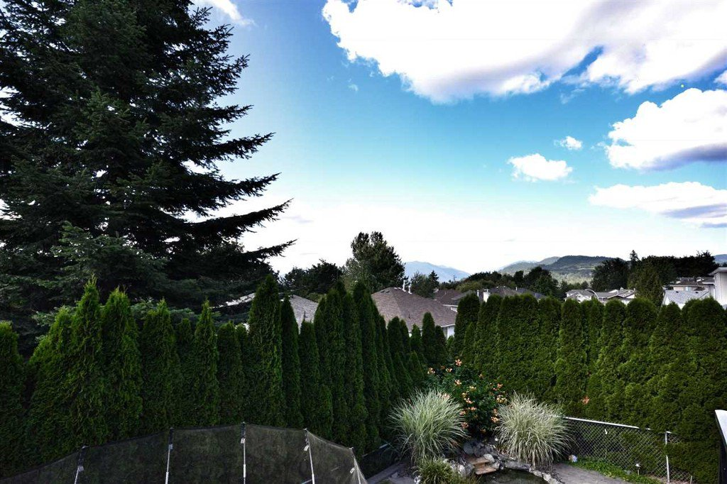 Photo 12: Photos: 3555 Picton St Upper in Abbotsford: Abbotsford East House for rent