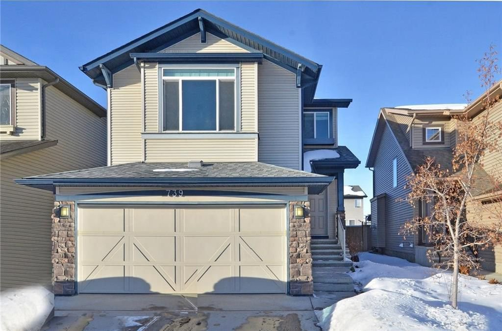 Main Photo: 739 NEW BRIGHTON Drive SE in Calgary: New Brighton House for sale : MLS®# C4175225