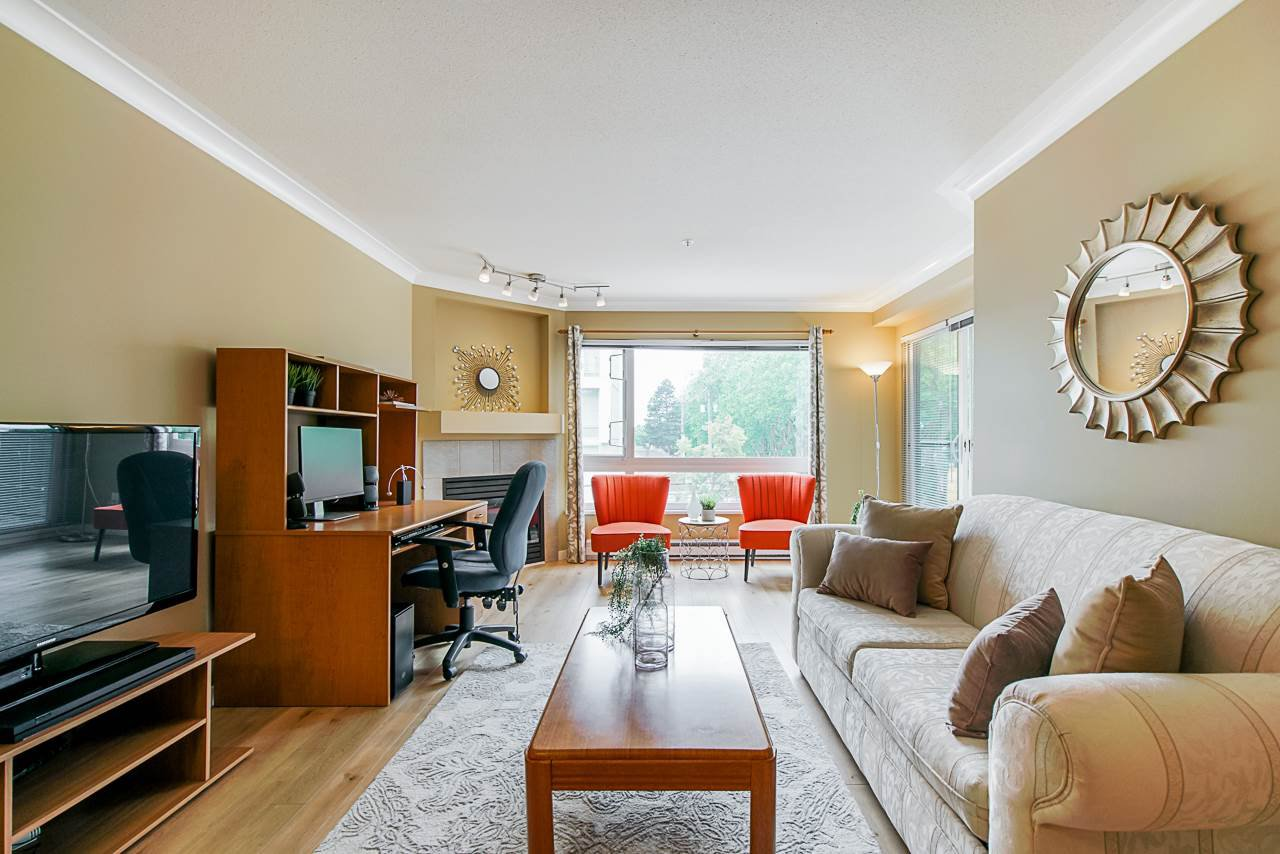 """Main Photo: 308 3590 W 26TH Avenue in Vancouver: Dunbar Condo for sale in """"DUNBAR HEIGHTS"""" (Vancouver West)  : MLS®# R2380999"""