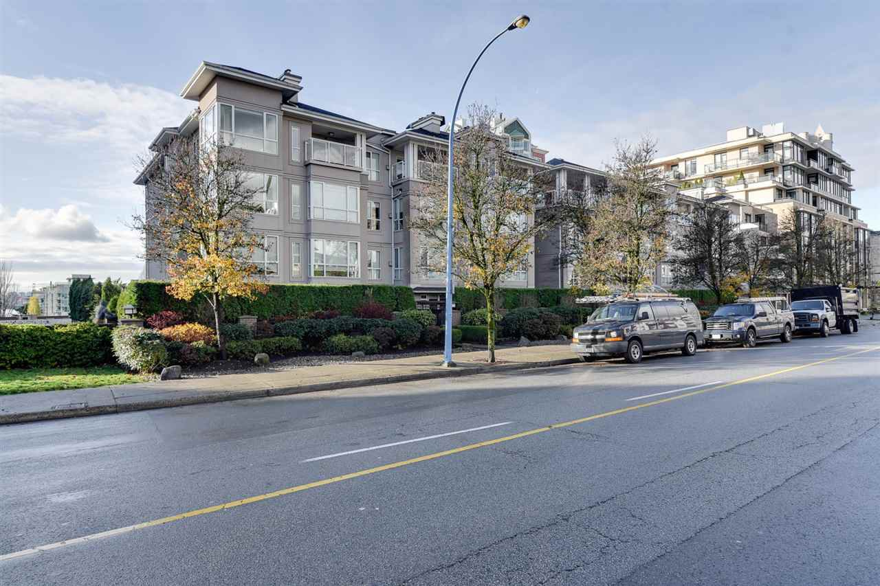 "Main Photo: 112 155 E 3RD Street in North Vancouver: Lower Lonsdale Condo for sale in ""THE SOLANO"" : MLS®# R2418825"