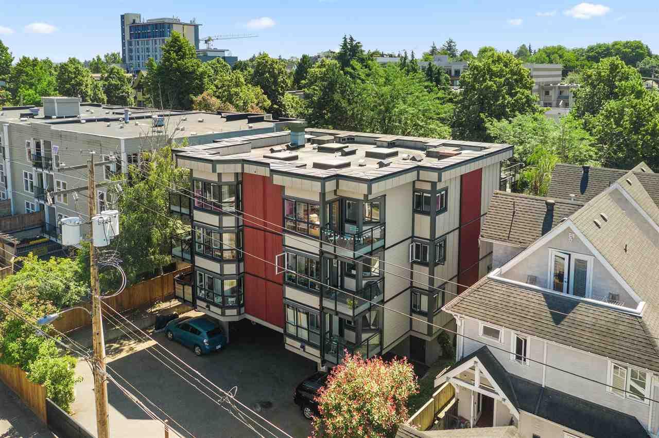 "Main Photo: 302 555 E 8TH Avenue in Vancouver: Mount Pleasant VE Condo for sale in ""555 E 8TH AVENUE"" (Vancouver East)  : MLS®# R2479990"