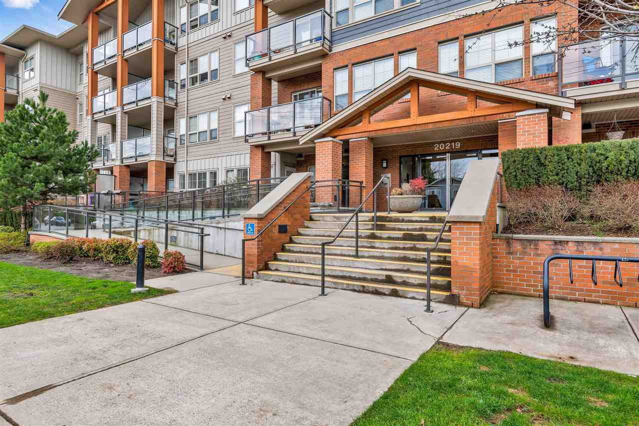 "Main Photo: 315 20219 54A Avenue in Langley: Langley City Condo for sale in ""Suede"" : MLS®# R2513344"