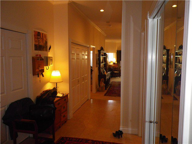 """Photo 2: Photos: 101 2408 HAYWOOD Avenue in West Vancouver: Dundarave Condo for sale in """"REGENCY PLACE"""" : MLS®# V917541"""