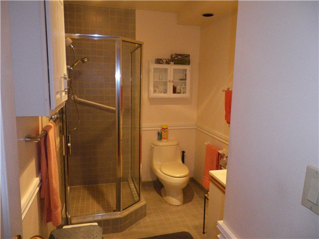 """Photo 7: Photos: 101 2408 HAYWOOD Avenue in West Vancouver: Dundarave Condo for sale in """"REGENCY PLACE"""" : MLS®# V917541"""