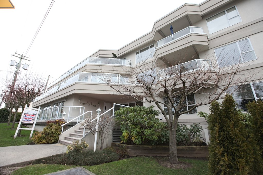 """Main Photo: 208 1378 GEORGE Street: White Rock Condo for sale in """"Franklin Place"""" (South Surrey White Rock)  : MLS®# F1201010"""