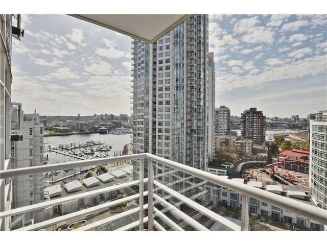 "Main Photo: 1708 198 AQUARIUS Mews in Vancouver: Yaletown Condo for sale in ""AQUARIUS 2"" (Vancouver West)  : MLS®# V1059112"