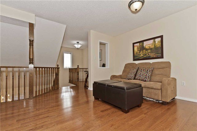 Photo 9: Photos: 2945 Addison Street in Burlington: Rose House (Bungaloft) for sale : MLS®# W3424189