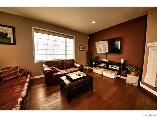 Photo 9: Photos: 30 Peach Bay in Oakbank: Anola / Dugald / Hazelridge / Oakbank / Vivian Residential for sale (Winnipeg area)  : MLS®# 1606650