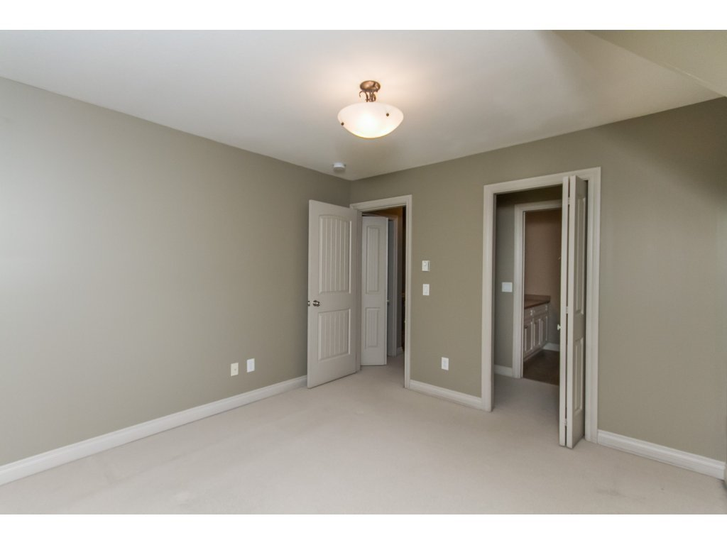 """Photo 13: Photos: 4 33321 GEORGE FERGUSON Way in Abbotsford: Central Abbotsford Townhouse for sale in """"Cedar Lane"""" : MLS®# R2082574"""