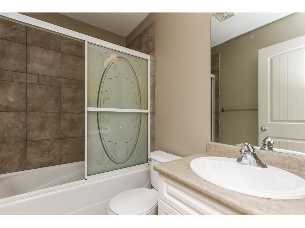 """Photo 16: Photos: 4 33321 GEORGE FERGUSON Way in Abbotsford: Central Abbotsford Townhouse for sale in """"Cedar Lane"""" : MLS®# R2082574"""