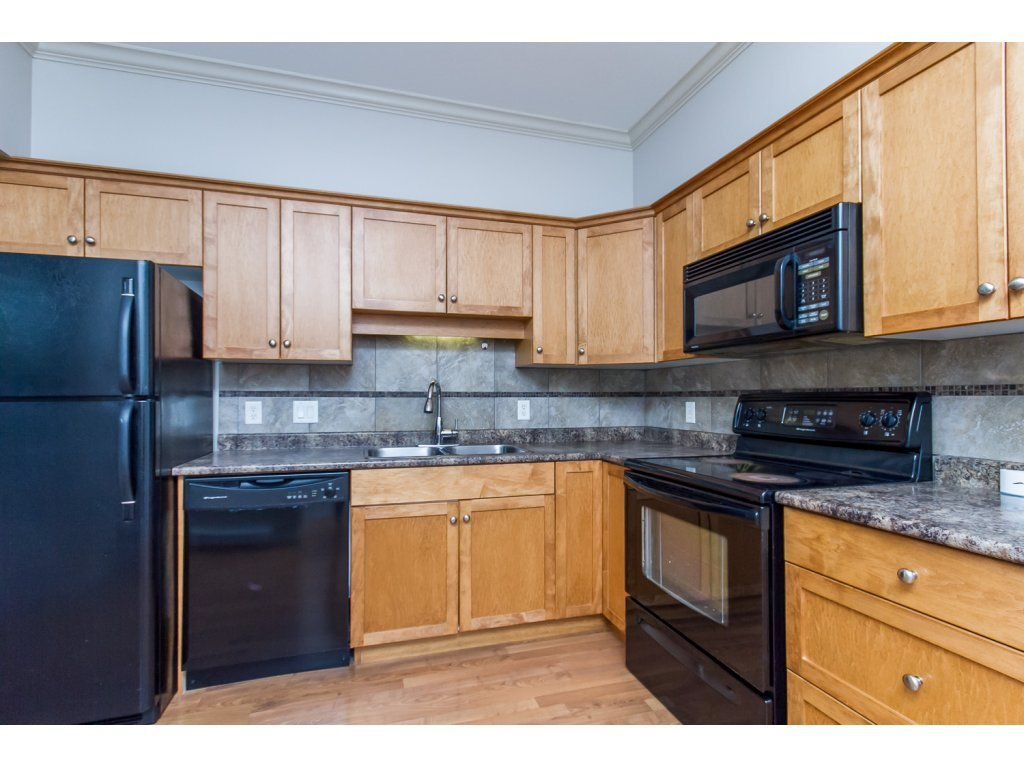 """Photo 8: Photos: 4 33321 GEORGE FERGUSON Way in Abbotsford: Central Abbotsford Townhouse for sale in """"Cedar Lane"""" : MLS®# R2082574"""
