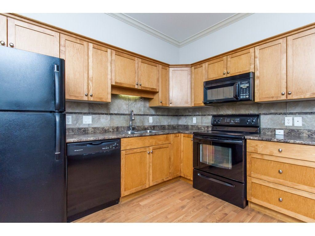 """Photo 9: Photos: 4 33321 GEORGE FERGUSON Way in Abbotsford: Central Abbotsford Townhouse for sale in """"Cedar Lane"""" : MLS®# R2082574"""
