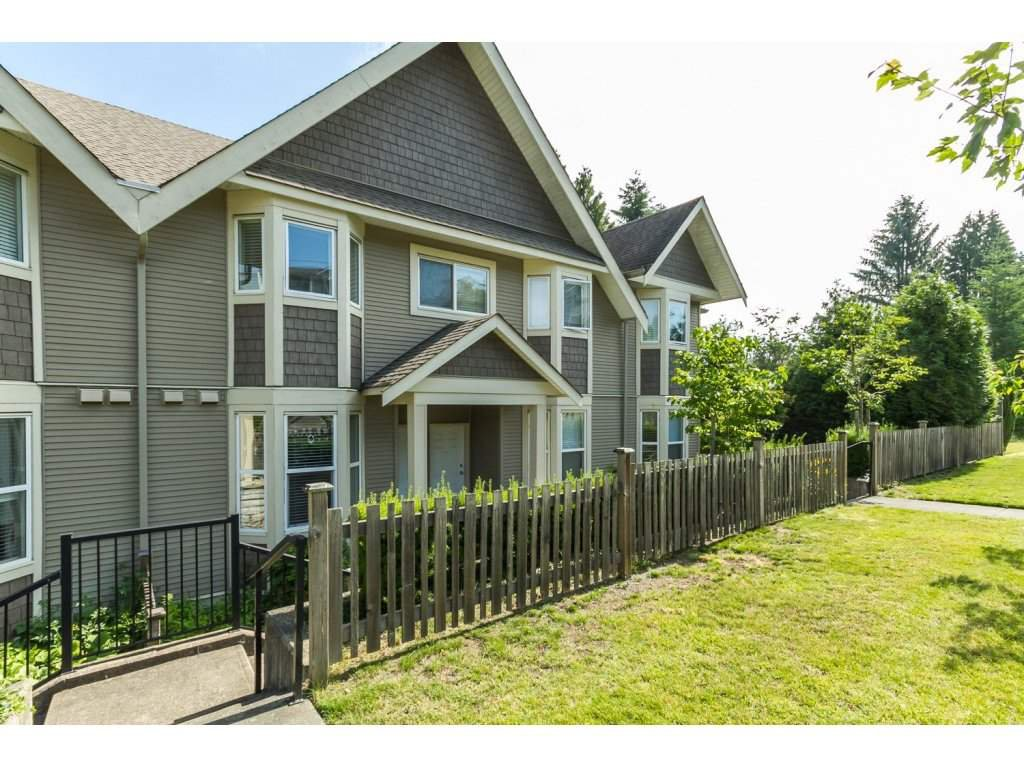 """Photo 2: Photos: 4 33321 GEORGE FERGUSON Way in Abbotsford: Central Abbotsford Townhouse for sale in """"Cedar Lane"""" : MLS®# R2082574"""