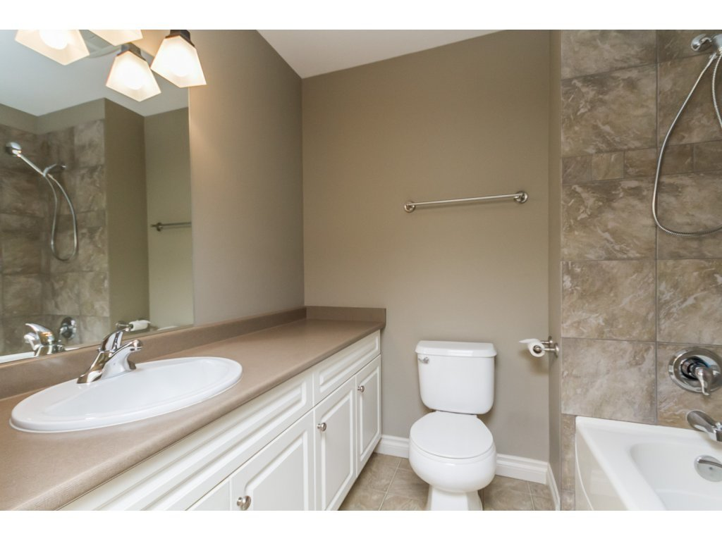 """Photo 14: Photos: 4 33321 GEORGE FERGUSON Way in Abbotsford: Central Abbotsford Townhouse for sale in """"Cedar Lane"""" : MLS®# R2082574"""