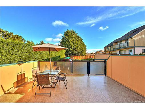 Main Photo: 5 736 Wilson St in VICTORIA: VW Victoria West Row/Townhouse for sale (Victoria West)  : MLS®# 747551