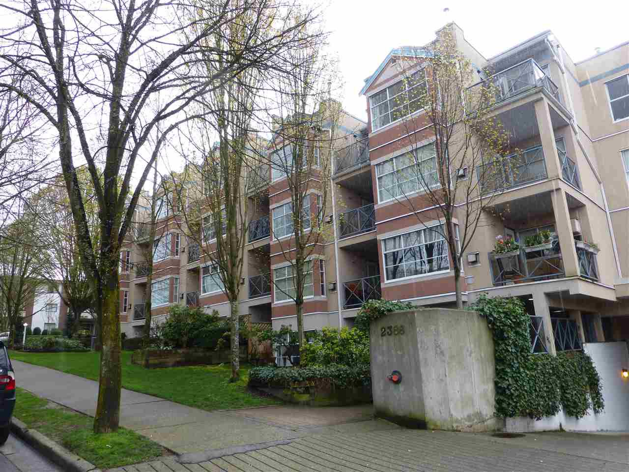 "Main Photo: 309 2388 TRIUMPH Street in Vancouver: Hastings Condo for sale in ""ROYAL ALEXANDRA"" (Vancouver East)  : MLS®# R2157948"