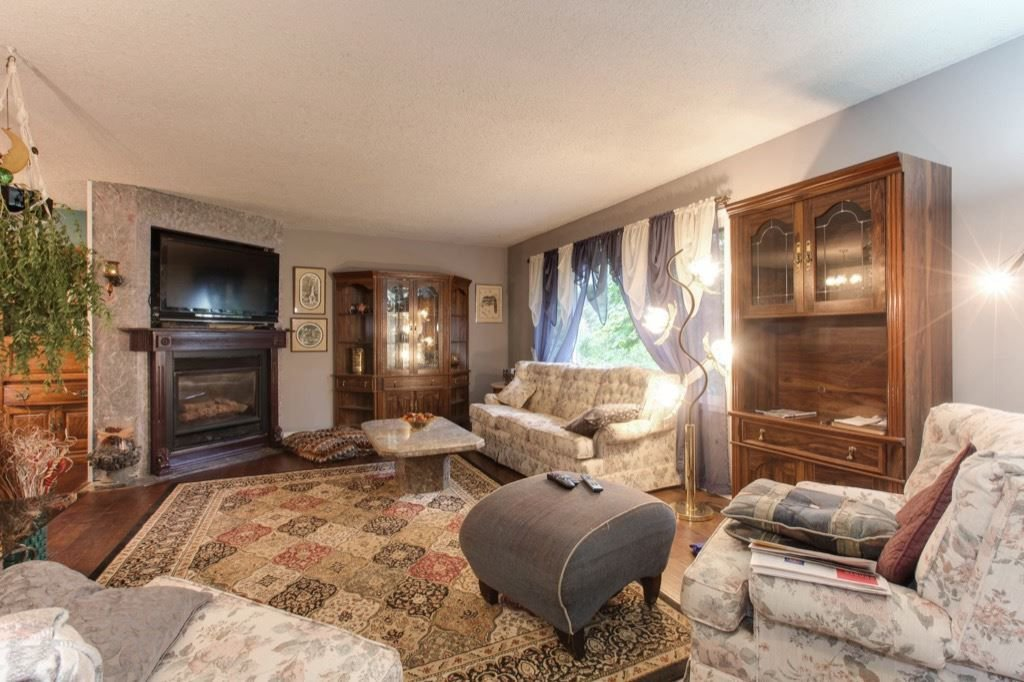 """Photo 3: Photos: 8730 MCLEAN Street in Mission: Mission-West House for sale in """"Sliverdale & Slivermere"""" : MLS®# R2212425"""