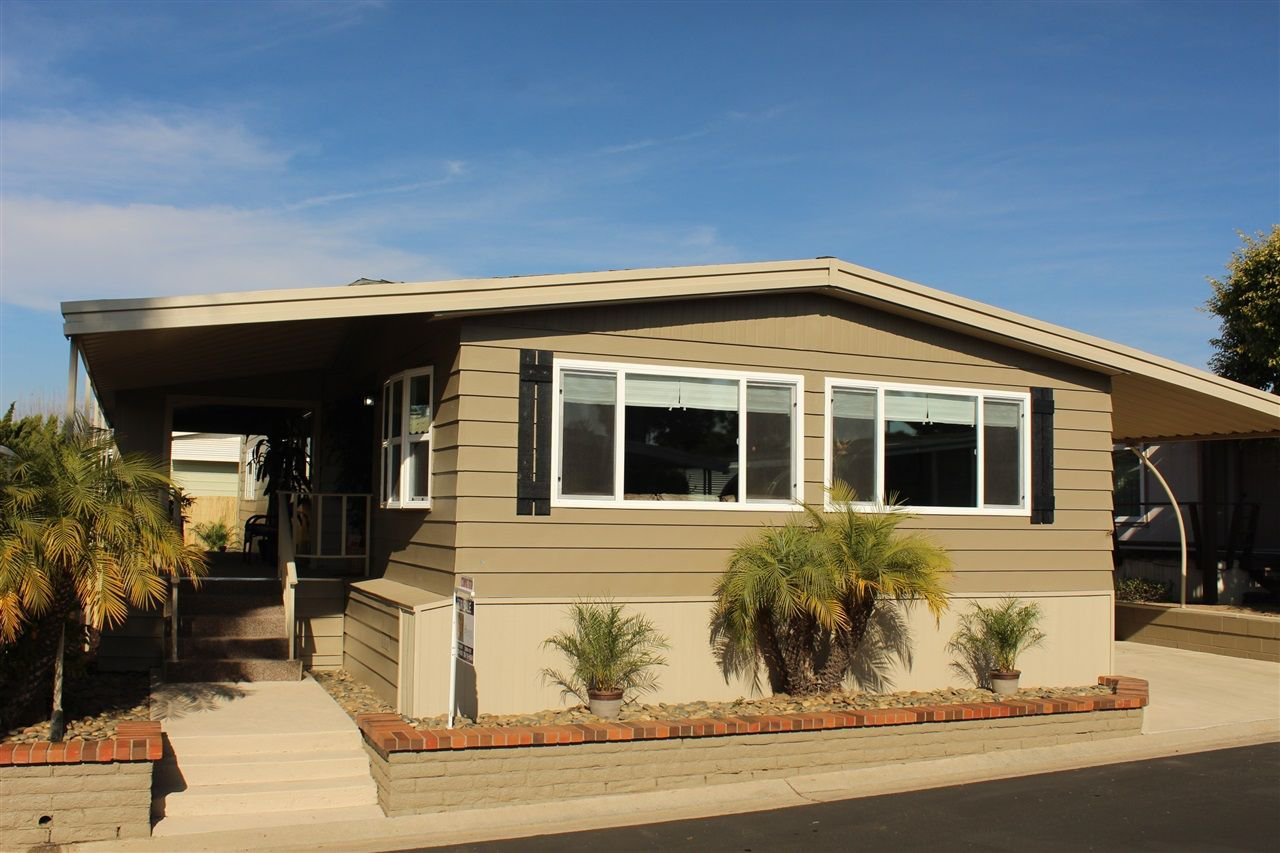 Main Photo: CARLSBAD WEST Manufactured Home for sale : 2 bedrooms : 7262 San Luis St in Carlsbad