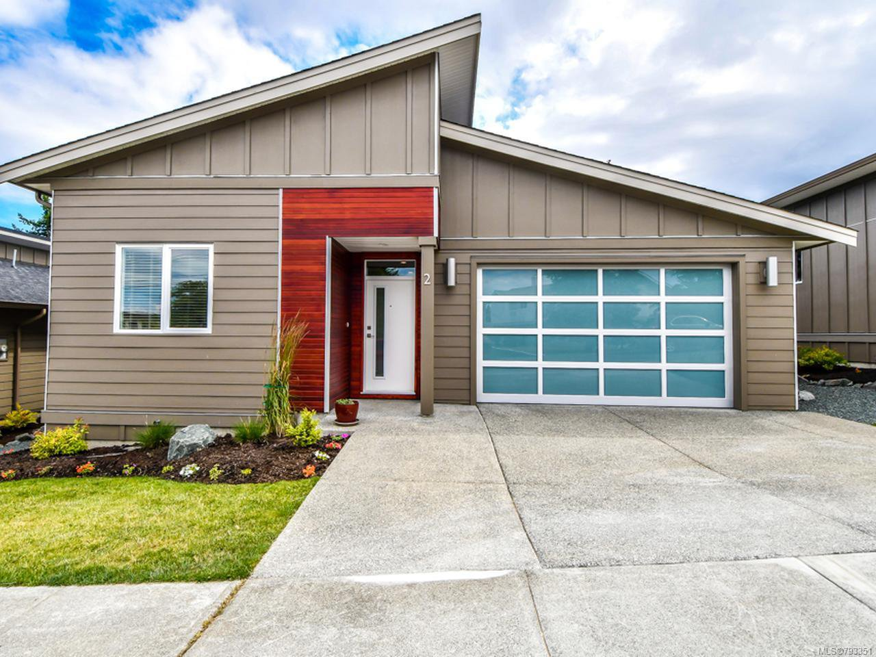 Main Photo: 2 325 Niluht Rd in CAMPBELL RIVER: CR Campbell River Central Row/Townhouse for sale (Campbell River)  : MLS®# 793351