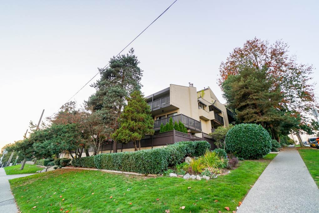 "Main Photo: 203 110 SEVENTH Street in New Westminster: Uptown NW Condo for sale in ""VILLA MONTEREY"" : MLS®# R2317047"