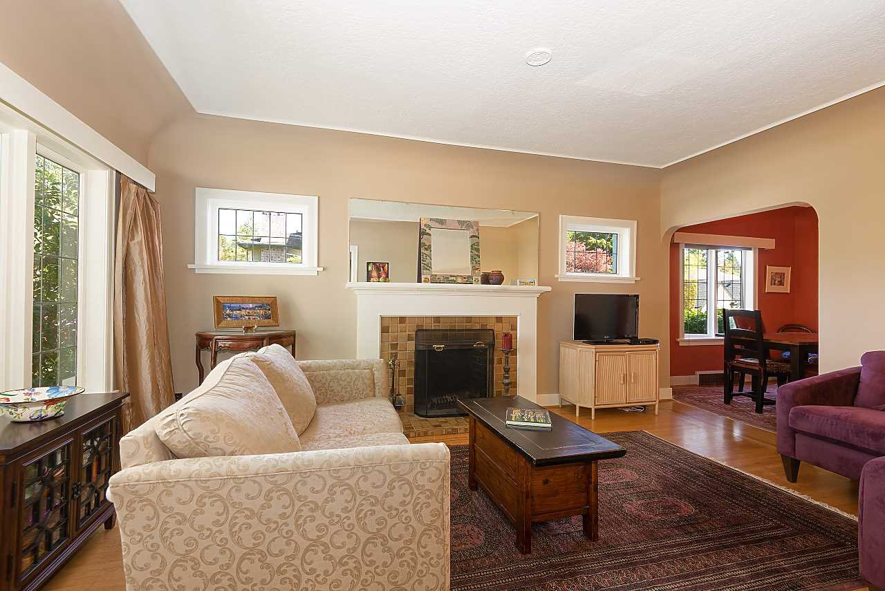 Photo 2: Photos: 2804 W 34TH Avenue in Vancouver: MacKenzie Heights House for sale (Vancouver West)  : MLS®# R2369184