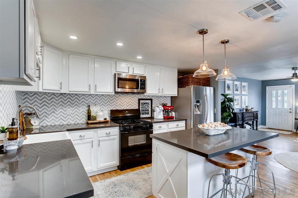 Main Photo: EL CAJON House for sale : 3 bedrooms : 1560 E Lexington Ave