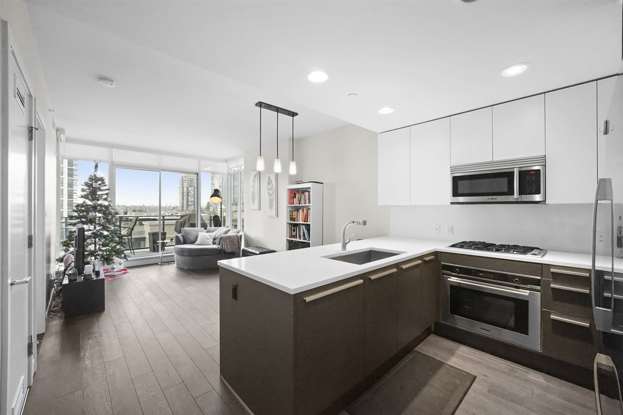 """Main Photo: 401 2008 ROSSER Avenue in Burnaby: Brentwood Park Condo for sale in """"SOLO DISTRICT - STRATUS"""" (Burnaby North)  : MLS®# R2422861"""