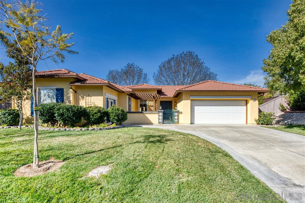 Main Photo: RAMONA House for sale : 3 bedrooms : 23539 Forest Hill Dr