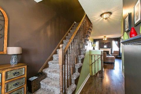 Photo 6: Photos: 42 Barchester Crest in Whitby: Brooklin House (2-Storey) for sale : MLS®# E2889332