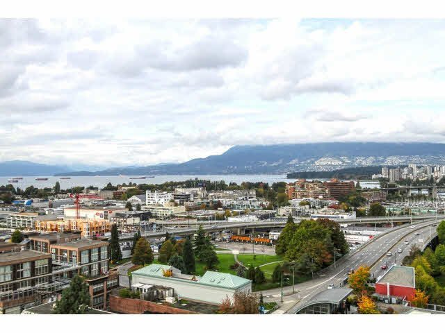 "Main Photo: 1304 1483 W 7TH Avenue in Vancouver: Fairview VW Condo for sale in ""VERONA OF PORTICO"" (Vancouver West)  : MLS®# V1090142"