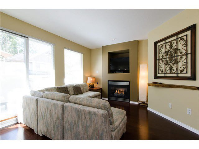 """Photo 10: Photos: 53 8701 16TH Avenue in Burnaby: The Crest Townhouse for sale in """"ENGELWOOD MEWS"""" (Burnaby East)  : MLS®# V1117419"""