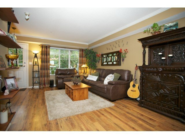 "Photo 3: Photos: 76 20176 68 Avenue in Langley: Willoughby Heights Townhouse for sale in ""Steeplechase"" : MLS®# F1450205"